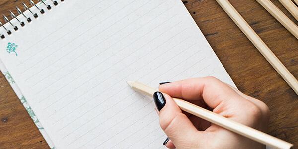 Stift und Papier für einen Stimmungskalender